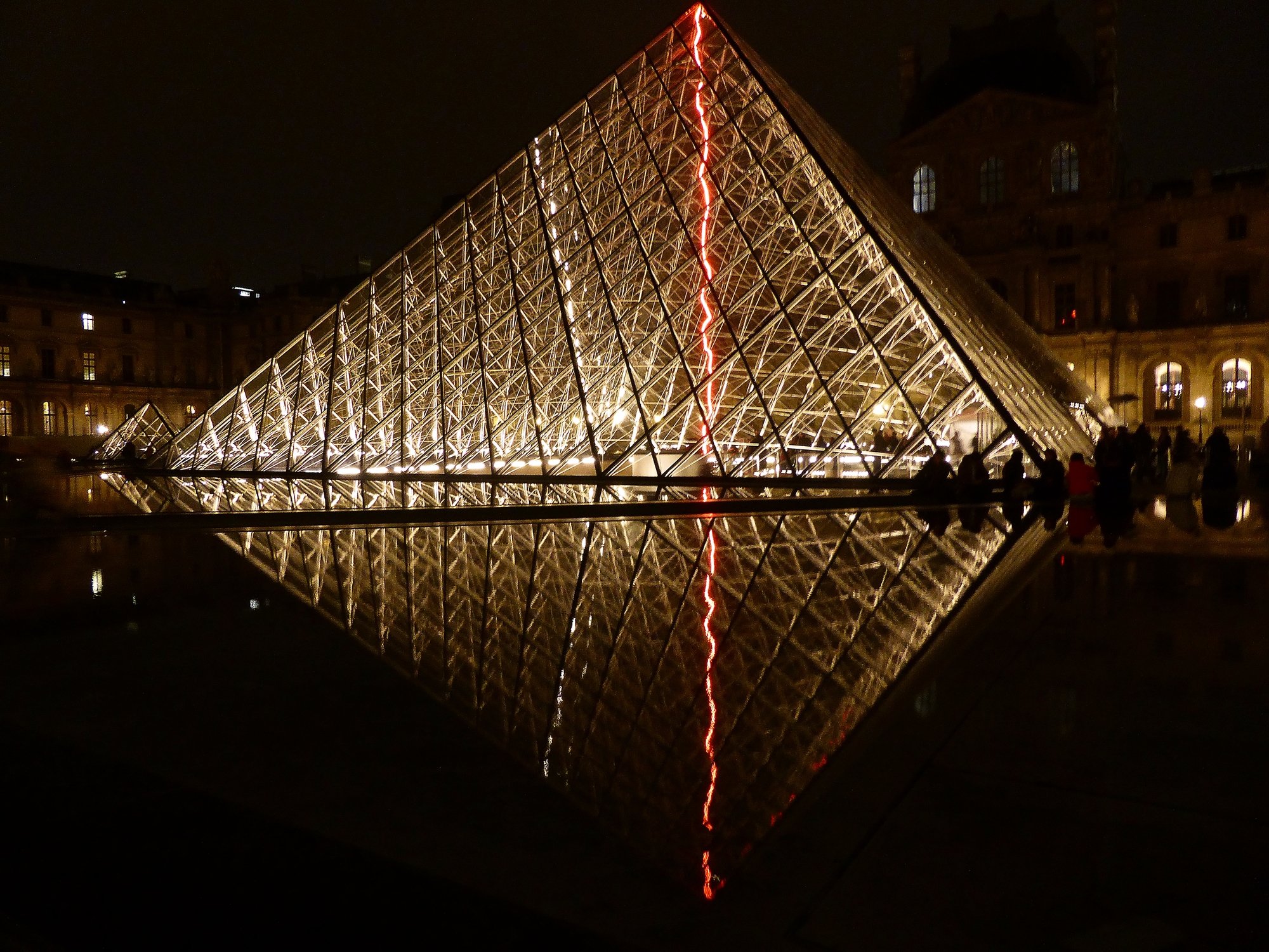 La pyramide du Louvre | Paris, France | Photo : VS