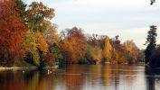 Quand le lac du Bois de Boulogne rougeoie…